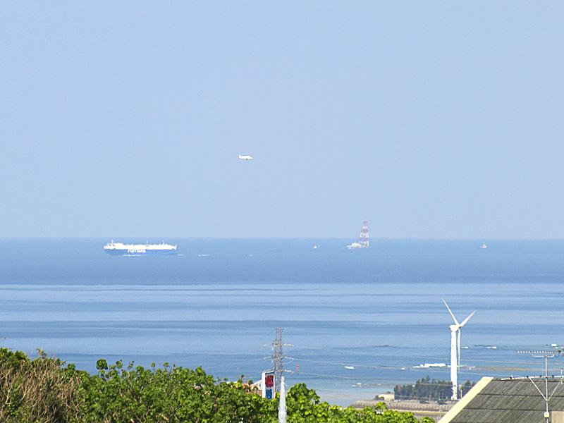 080306_05ship_plane.jpg